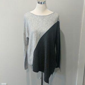 Matty M | asymmetrical hem 📦boxy sweater size M